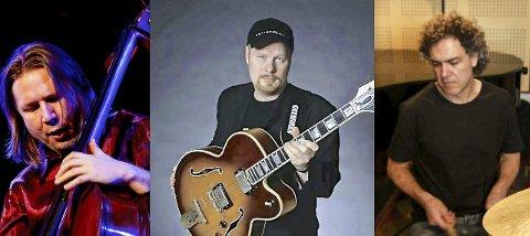 Stjernetrio: Bassist Per Mathisen, gitarist Ulf Wakenius og trommeslager Utsi Ziming kan velge og vrake i spillejobber. Denne fredagen valgte de vesle Thaulow Café og Bar i Sandefjord. Pressefoto