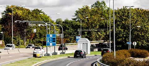 Fra neste år må elbilene begynne å betale i bomringen i Oslo. Allerede i 2020 øker beløpet.