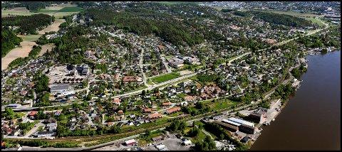 RIVE BOLIGER:  Forslaget til reguleringsplan for strekningen Rolvsøysund - Alvim berører et stort antall boliger. Disse må rives den dagen anleggsmaskinene går i gang med å utvide fylkesveien.