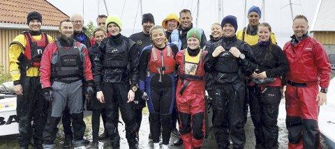 I MOLDE: Ola Krogsrud (foran fra venstre), Abel G. Horneland, Anna Charlotte Holsbøvåg, Sigrid Molvik, Johannes Molvik, Jorun R. Kjønnø, Vidar Kjønnø, Emil Strømsvåg (bak fra venstre), Halvor Naustdal, Inger Aarsund, Ivar Aarsund, Trygve Bjørlo, Geir Oshaug, Geir Oterhals, Kari Bachmann og Audun Aarsund.