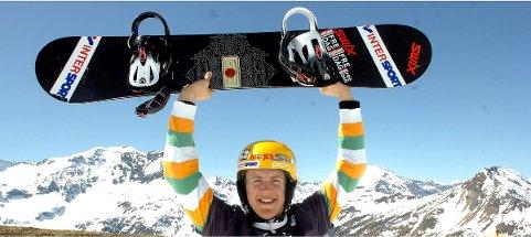 JUNIORVERDENSMESTER: Stian Sivertzen jubler etter å ha blitt juniorverdensmester i brettcross i 2007.foto: ole john Hostvedt