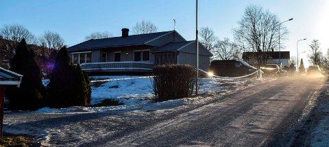 HOV NORDRE: Det var i dette huset i Hov at drapet skjedde 17. januar. (Arkivbilde)