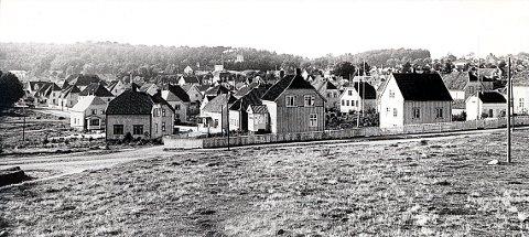 HEIBERGS GATE i 1920-åra, mens ennå bare nordvestsiden av gata var bebygd. Sverres gate krysser til venstre på bildet.