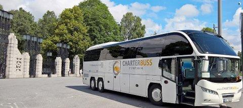 SVAKE AVTALER: Chartbuss.no har base på Skjetten. Arbeidstilsynet reagerer på at ingen av sjåførene har hatt fast ansettelse. Foto: Charterbuss.no
