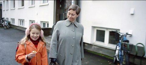 Selma (Siri Skjeggedal) og Ruth (Kjersti Elvik)