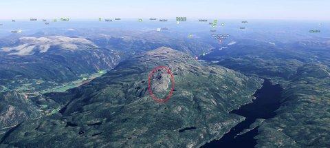 OVER 1000 MOH: Fjellteigen ligger ca. 1050 moh. mellom Sundsbarmvatn i vest og Flatdal i øst.