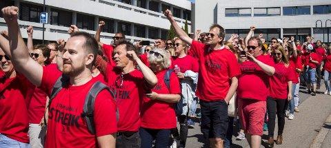 Streik: – Det som holder liv i NRK er lisensbetalernes penger og støtte fra staten. I så måte er de i en særstilling, skriver Jostein Seljehaug. Foto: NTB Scanpix