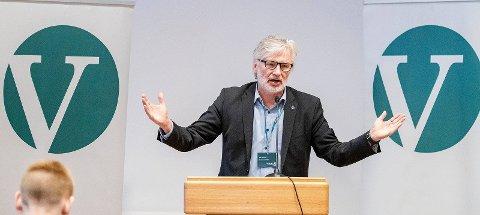 Vil ha opprydning: Jon Gunnes (V) stiller samferdselsministeren spørsmål om opprydning av PFOS-forurensning på norske flyplasser.