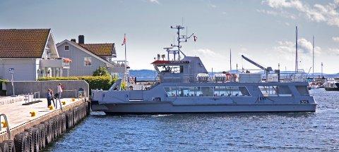 Sjøtorget brygge i Drøbak er splitter ny. Her er det Oscarsborgbåten som ankommer sommeren 2017. Da var det allerede to år siden rådmannen fikk arbeidsordre med utredning av dypvannskai utenfor denne brygga.