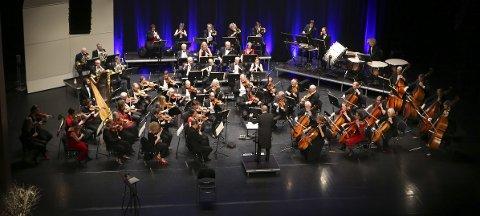 Årets nyttårskonsert besto av flere kjente utdrag fra operaen Tosca, arier fra Turandot, Czardasfyrstinnen og Don Carlos i tillegg til flere numre av Strauss.