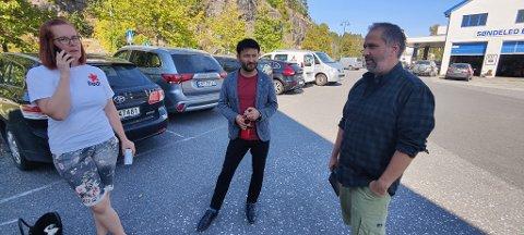 MØTTE OPP: Rødt i Risør og Agder møtte opp under onsdagens møte på Fjordheim. Fra venstre Hanne Trine Helland Ellefsen, Lætif Akber og Andrew Windtwood.