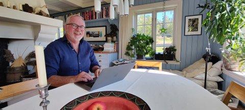 MYE TID: Hjemmekontor har blitt normen for mange, og ordfører Per Kristian Lunden har også tilbragt mye tid hjemme de siste månedene, blant annet ved kjøkkenbordet.