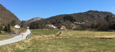 VINDTURBINER: Slik kan vindmøllene på Skorveheia se ut, sett fra Kvanvik. Fotomontasje fra Norsk Vind.