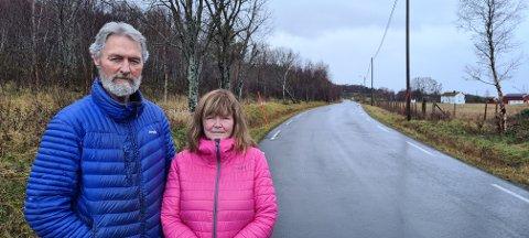 Kjell og Anne Grete Karlsen er bekymret for sikkerheten og finansiering av fergesambandet mellom Festvåg og Misten.