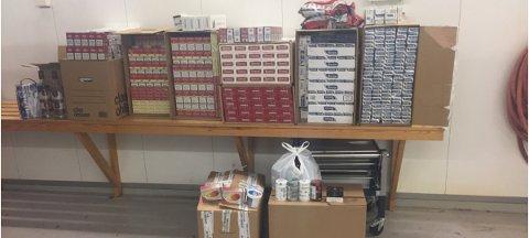 72.000 sigaretter, ni liter brennevin, 7,5 kilo røyketobakk, 33 kilo frukttobakk og vel to kilo snus ble beslaglagt i en butikk og en leilighet i Bergen sentrum.