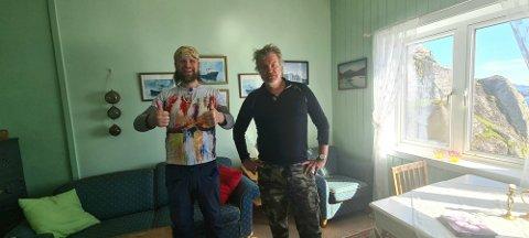KUNSTNAREN OG ROCKAREN: Hovudpersonane i realityserien Alex & Aune inntok Kvanhovden fyr onsdag ettermiddag.