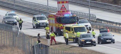 Trafikkulykke på E6 nær Årum søndag ettermiddag.