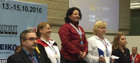 ØVERST: Eva Engskar vant et suverent gull i benkpress. Foto: Svein Magne Malmedal