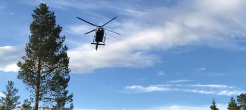 HELIKOPTER: Glitre Energi Nett flyr lavt med helikopter over Hadeland denne uka for å befare strømnettet.