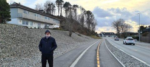 NY MERKING: Sykkelveien utenfor huset til Vidar Bernt Sørensen har fått ny maling denne uka.