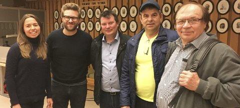 NYTTIG INFORMASJON: Høyres stortingsrepresentant Stefan Heggelund og Høyre-rådgiver Ragnhild Ulltveit-Moe fikk nyttig informasjon om Tana-avtalen fra LBT-leder Rune Aslaksen (i midten), Benn Larsen (TF) og TF-leder Reidar Varsi.