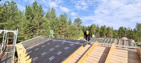 RINGVIRKNINGER: Karasjok Camping oppgraderer anlegget og lokale entreprenører er hyret inn til å gjøre den jobben. RTEK Entreprenør AS er hovedentreprenør, og de har hyret inn Nordlys Entreprenør AS til å ferdigstille arbeidet til påsken 2022.