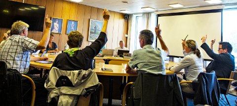 TYDELEG TALE: Åtte av ni lokalpolitikarar støtta forslaget frå Olav Røysland (H) om å stryka punktet om skulesamanslåing, og i staden halda fram med dagens skulestruktur i Verdalen.