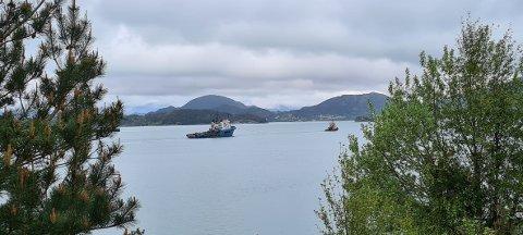 SLEP: Onsdag starta slepet av den tidlegare Eide-båten som skal til opphogging i Danmark.