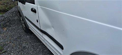 FIKK BULKET BILEN: Bileier Kjell Myhr, opplevde at bilen hans ble bulket fredag 2.juli, men ingen skyldige meldte seg.  Foto: Kjell Myhr.