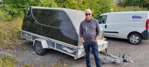 FINNEREN: Einar Bråthen fra Holmestrand  la merke til hengeren på parkeringen, rett ved E18 i Vestfold.