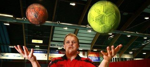 Kristoffer Helgerud var noe så sjeldent som toppdommer i fotball og håndball på samme tid.