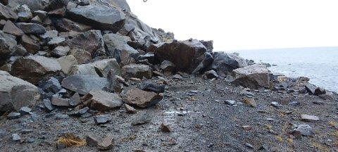 Raset er 200 meter langt og består av en del svært store steinblokker