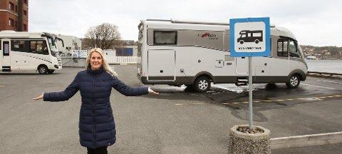 KLART: Nå er bobilplassene ved Alphabrygga klargjort for sesongen. – Velkommen til Moss bobilhavn, ønsker Merete Tuskin som er økonomi- og markedssjef i Moss havn.