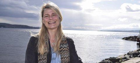 PÅ LAND OG TIL VANNS: – Jeg er glad i friluft, sier Ruth Hege Dahl Pettersen. Etter endt arbeidsdag i gullsmedforretningen på CC dyrker hun friluftsliv både på land og til vanns. Foto: Sæmund Moshagen