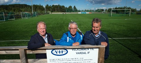 - Planene for utbygging av Vardal Idrettspark bør være gull for idretten i Gjøvik, mener (fra venstre) Terje Solheim i Mustad Næringspark, Pål Tangen i Vardal IF og Edvard Dyste i Gjøvik Hockey.
