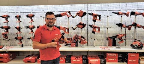 SPENT: Kristian Estay Hansen er regionleder for Motek og spent på mottakelsen av butikken i Larvik.