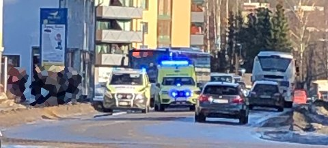 KOLLISJON: En varebil og en buss kolliderte i Jernbanegata i Elverum onsdag ettermiddag.