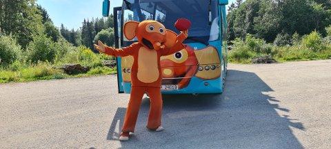 OMREISENDE: Fantorangen skal for første gang reise rundt i buss og besøke barn rundt omkring i Norge.