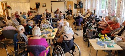 TILSTELNINGER: Soknatunets Venner inviterer til hyggetreff for beboere og pensjonister i bygda hver uke gjennom sommeren. Blant med underholdning.