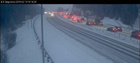 Bildet er fra E6 på vei over Djupdalstoppen på grensa mellom Oslo og Romerike.