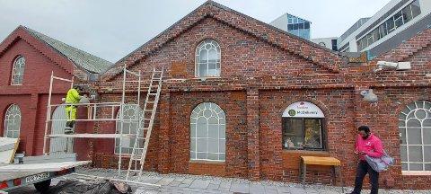 Amfi Vågen vil ta vare på historien til Sandnes og henter fram den gamle tegl-fasaden mot Ruten.