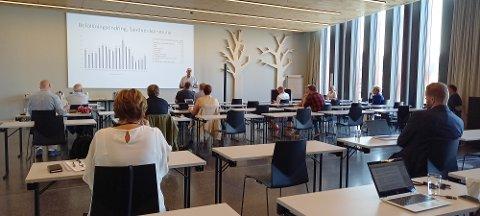ORIENTERER: Ordfører Stanley Wirak (Ap) orienterer om den økonomiske situasjonen i Sandnes kommune, og tiden vi har i vente.