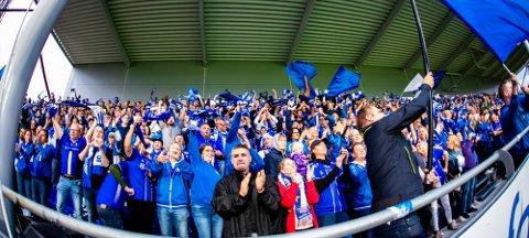 STØTTE: Sarpsborg 08 har fått fantastisk støtte fra tribunen i kampene i Europa League.