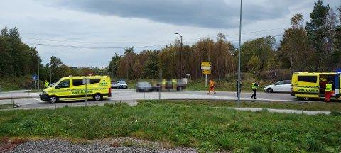 Politiet har foreløpig ikke fullstendig oversikt over hendelsesforløpet etter at to personbiler kolliderte på Rensvik.