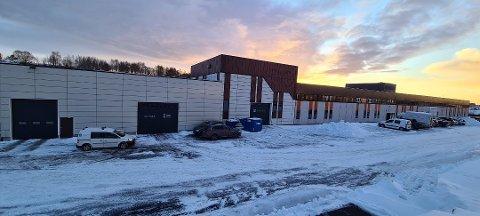 Kristiansund kommune må belage seg på drive-through vaksinering i Ello-bygget i noen uker til.