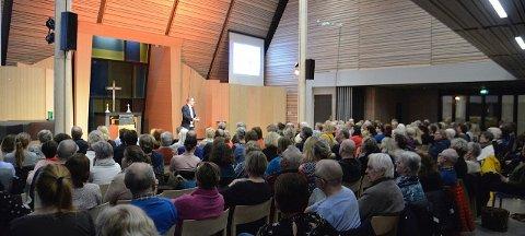 FULLSATT: Dialogkvelden med Frode Thuen trakk mange tilhørere.