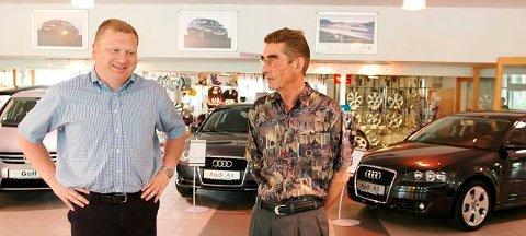 HER ER GRANGAARD: Det finnes ikke mange avisbilder av Ole Grangaard (t.v.). Dette tok Laagendalsposten i 2006, da han kjøpte to bilbutikker av Harald Ljosland.