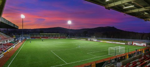 INTIMT: Cliftonville FC sin hjemmebane tar ikke mer enn 2530 tilskuere.