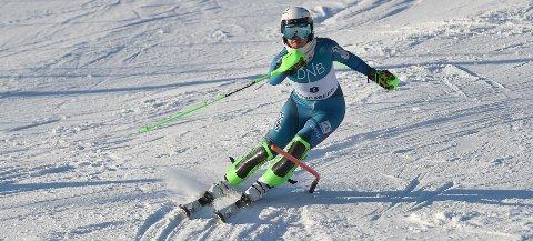 KJØRTE BRA: Carmen Sofie Nielssen ble nummer to i det første og vant det andre FIS-rennet i slalåm i Funkelia lørdag. ALLE FOTO: OLE JOHN HOSTVEDT