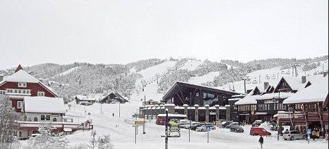 HVITT GULL: Det ligger 40-50 centimeter snø på Beitostølen nå. Til helga går flere skiheiser, og Beitosprinten går på natursnø.